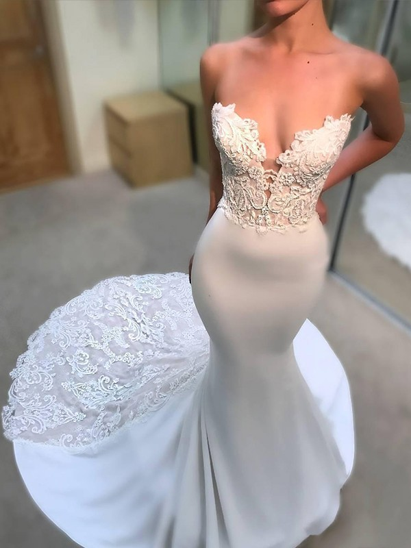 White Tulle V-neck Trumpet/Mermaid Court Train Wedding Dresses