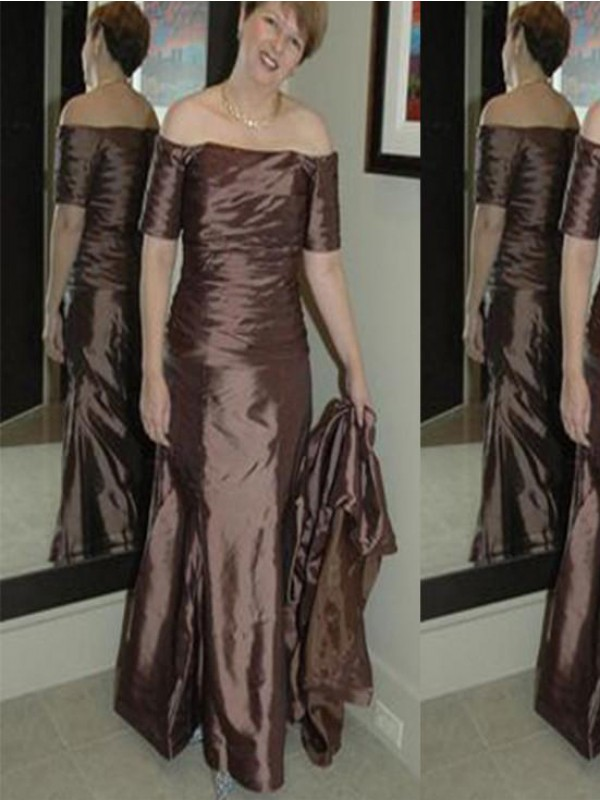 Brown Elastic Woven Satin Off-the-Shoulder Sheath/Column Floor-Length Mother of the Bride Dresses