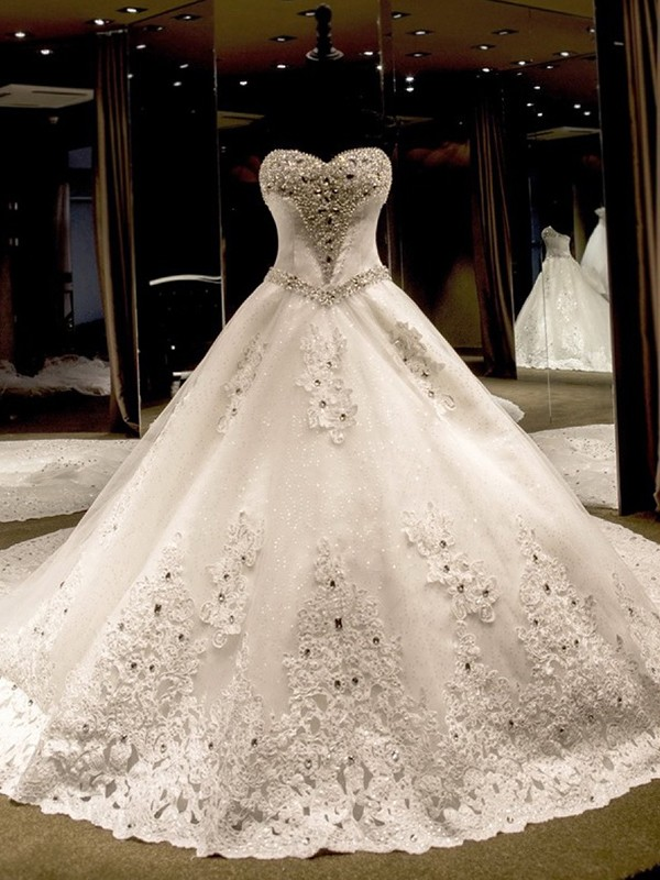 Ivory Tulle Sweetheart Ball Gown Cathedral Train Wedding Dresses